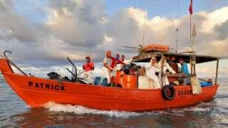 Pescadores têm se utilizado de uma manual para orientar ações de retirada de óleo do mar