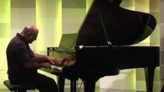 Tony Cicoria ao piano