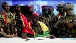 Soldiers dey do broadcast about di coup