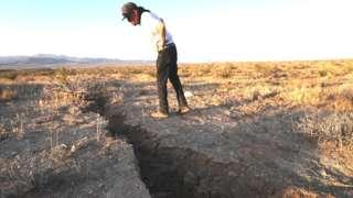 Тріщина у землі