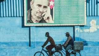 iki bisikletli ve castro fotoğrafı