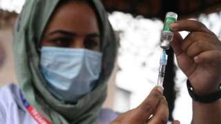 A health worker prepares to give a jab in Kashmir, September 2021