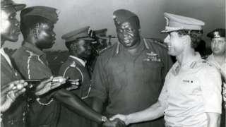 Kanali Gaddafi (kulia) alituma vikosi vyake Uganda kumsaidia Idi Amin lakini havikufua dafu.