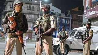 Индиянын бийлиги эмитен эле он миңдеген аскерлерин Кашмирге жөнөттү
