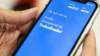 imagem do aplicativo do auxílio emergencial em um celular