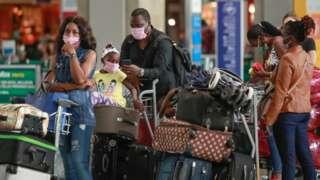ဘရာဇီး ဆာပေါ်လို လေဆိပ်က ခရီးသွားများ