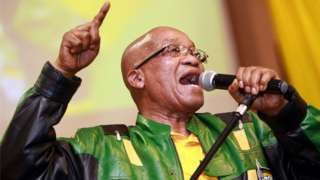 Jacob Zuma leads hundreds of supporters in singing a song during a campaign event on 9 April, 2014