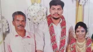 बिहेका बेला सूरज कुमार (बीचमा) र उनकी श्रीमती उत्तरा