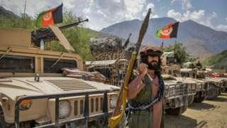 Tanques y hombres armados en Panjshir, el 19 de agosto de 2021