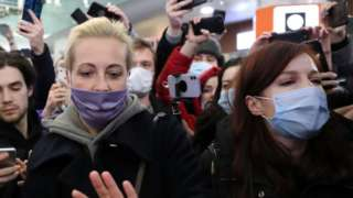 Yulia Navalnaya (front L) and Kira Yarmysh (front R) surrounded by reporters at Moscow Sheremetyevo airport, 17 Jan 21