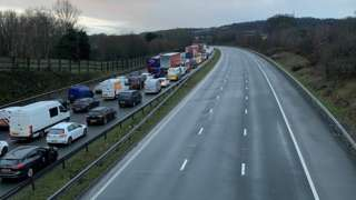 Queuing traffic on the M4