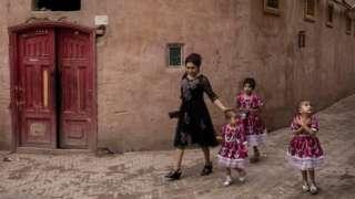 外界一直质疑中国政府在新疆针对少数族群进行种族清洗,但北京当局否认,反指当地少数族群人口减少是因为其他原因。