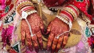 કર્ણાટકમાં બ્રાહ્મણ પુજારી સાથે લગ્ન કરવા માટે અપાઈ રહી છે આર્થિક સહાય.