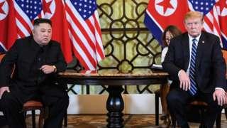 金正恩(左)与特朗普(右)在越南河内一家酒店内会晤(28/2/2019)