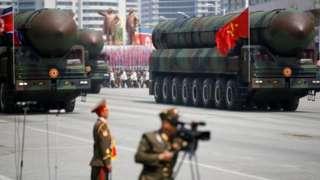 Çin'den alınan ağır nakliye kamyonları değiştirilerek gezici füze rampaları haline getiriliyor