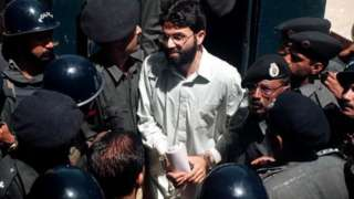 Ahmed Omar Saeed Sheikh arrives in 2002 at the provincial high court in Karachi, Pakistan