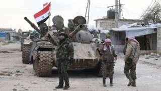 Wanajeshi wa Syria baada ya kukomboa barabara muhimu ya M5