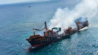 श्रीलंकेजवळ बुडतंय रसायनांनी भरलेलं जहाज