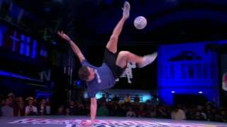 Freestyle footballer