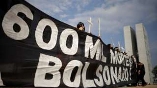 Protesto contra Bolsonaro em Brasília, nesta terça
