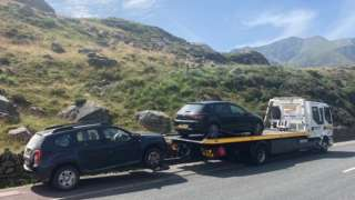 Car's being removed in Snowdonia