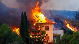 A house burns due to lava from the eruption of a volcano in the Cumbre Vieja