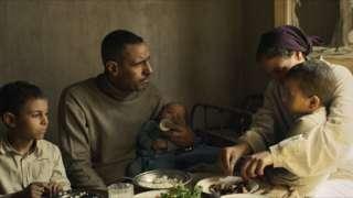 مشهد من المقطع الترويجي لفيلم ريش للمخرج المصري عمر الزهيري