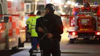 La police sur l'une des scènes du crime, après la fusillade à Hanau