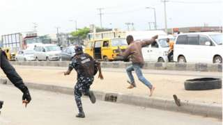 Police dey chase protester