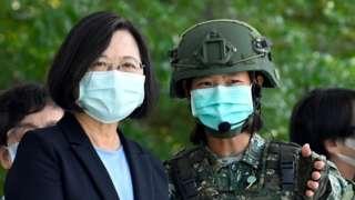 Tổng thống Đài Loan Thái Anh Văn trong chuyến thăm một căn cứ quân sự ở Đài Nam, miền nam Đài Loan, ngày 9/4/2020