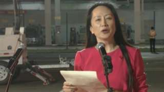Men Wanzhou waves to supporters at Shenzhen airport - 25/9