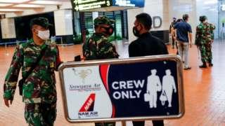 Indege yari ivuye ku kibuga c'indege Soekarno-Hatta i Tangerang hafi ya Jakarta