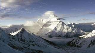 تقع ناندا ديفي ، ثاني أعلى قمة في الهند ، بالقرب من الحدود الشمالية الشرقية للبلاد مع الصين