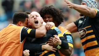 Joe Simpsons celebrates a try with Wasps team-mates