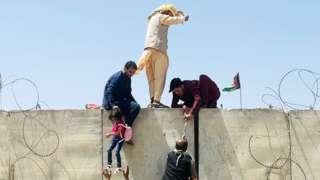 Афганцы в аэпорту