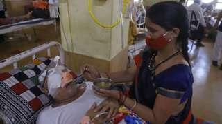 Hindistan'da Covid-19'dan iyileşen binlerce hastada kara mantar vakası görüldü.