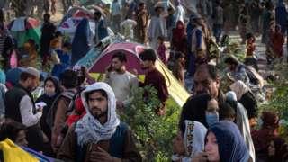 2021年8月10日,阿富汗首都喀布尔附近的一个临时营地,从北方省份出逃的民众聚集在此。