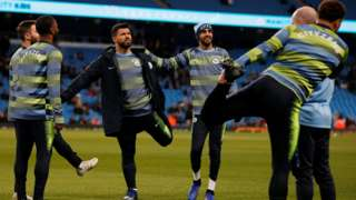 Man City players warm-up