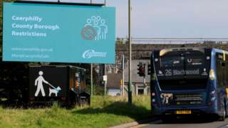 Caerphilly lockdown sign and coach