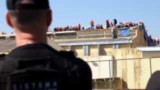 заключенные во время тюремного бунта в Бразилии
