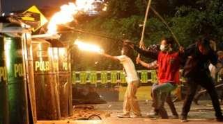 Bahanganye na polisi ibabuza kwinjira mu nteko
