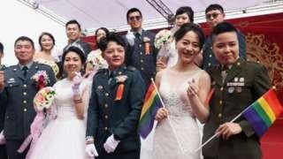 台灣軍方聯合婚禮首次有同性婚姻伴侶參加(Credit: Reuters)