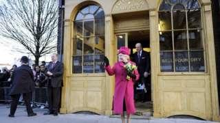 Queen outside Whitechapel Bell Foundry