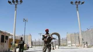 ဘာ့ဂရမ်စစ်စခန်းမှာ ဇူလိုင် ၂ ရက်မှာ ကင်းစောင့်နေတဲ့ အာဖဂန်စစ်သားတွေ