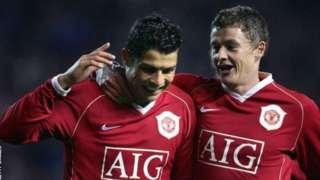 Cristiano Ronaldo và Ole Gunnar Solskjaer từng là đồng đội tại Manchester United trong gia giai đoạn 2003-2007