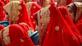 Wasu amare a lokacin taron daurin aurensu a yankin Kashmir, Pakistan