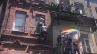 Saldırganlar binanın dış cephesine tırmanıp balkonlardan içeri girdi