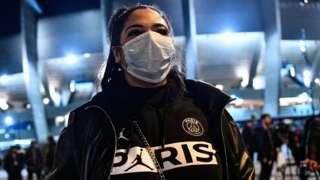 PSG fan in a mask