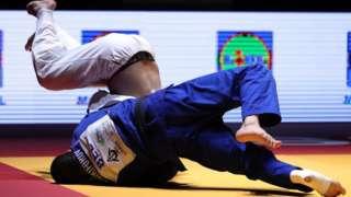 Abagabo bari gukina Judo