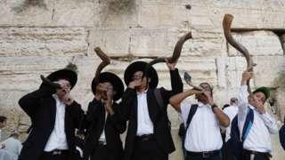 أطفال يهود ينفخون في الشوفار